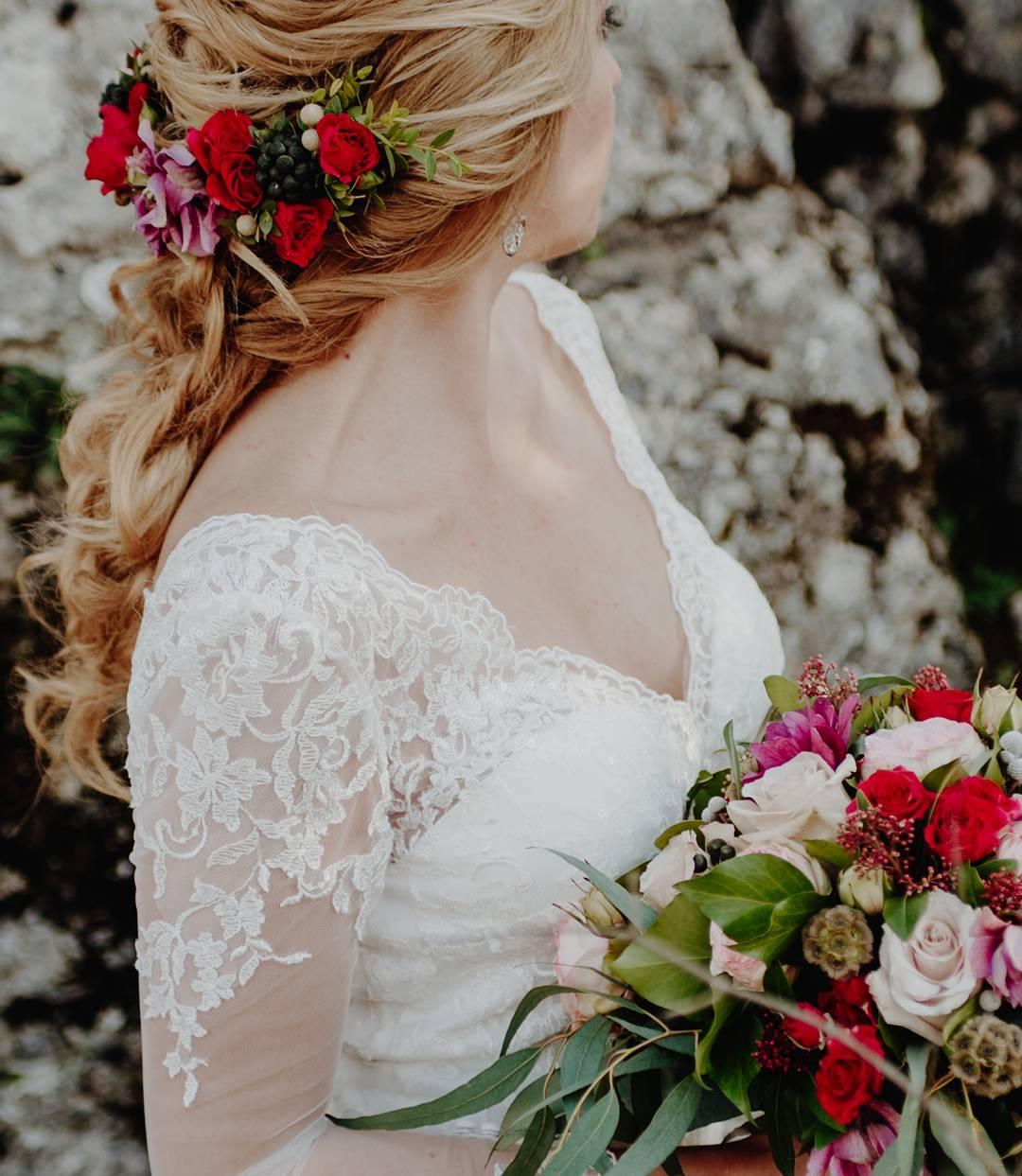 Tocado y ramo de novia