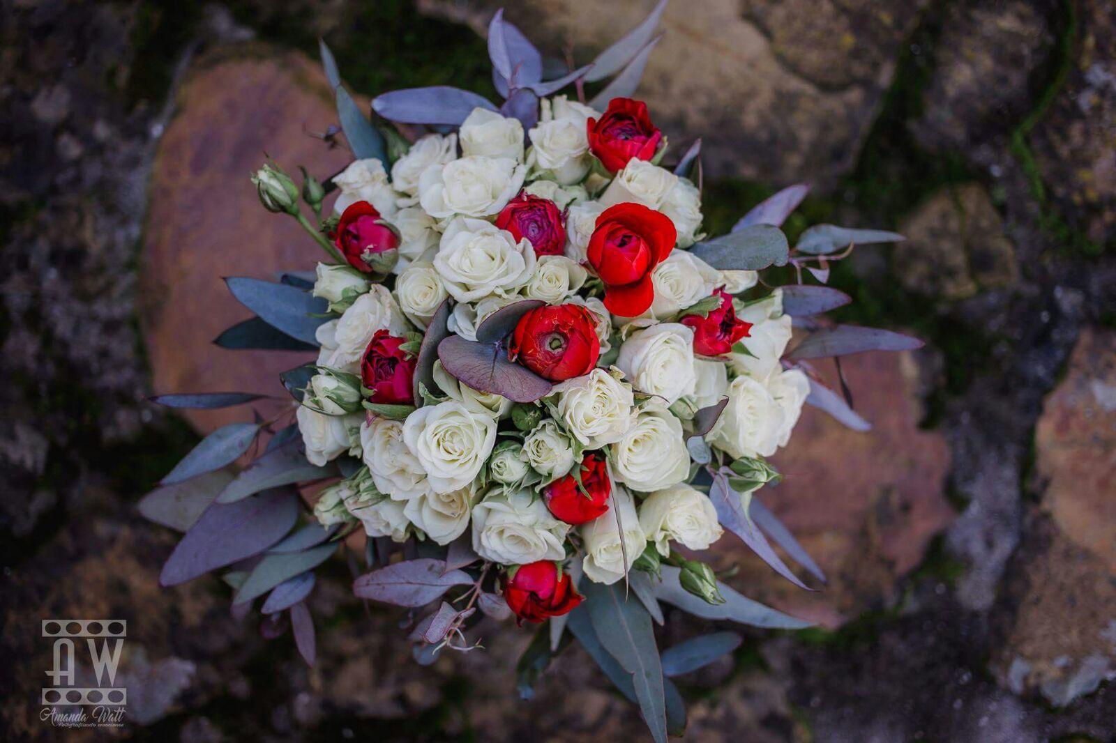 ramo de novia de rosas y ranunculos